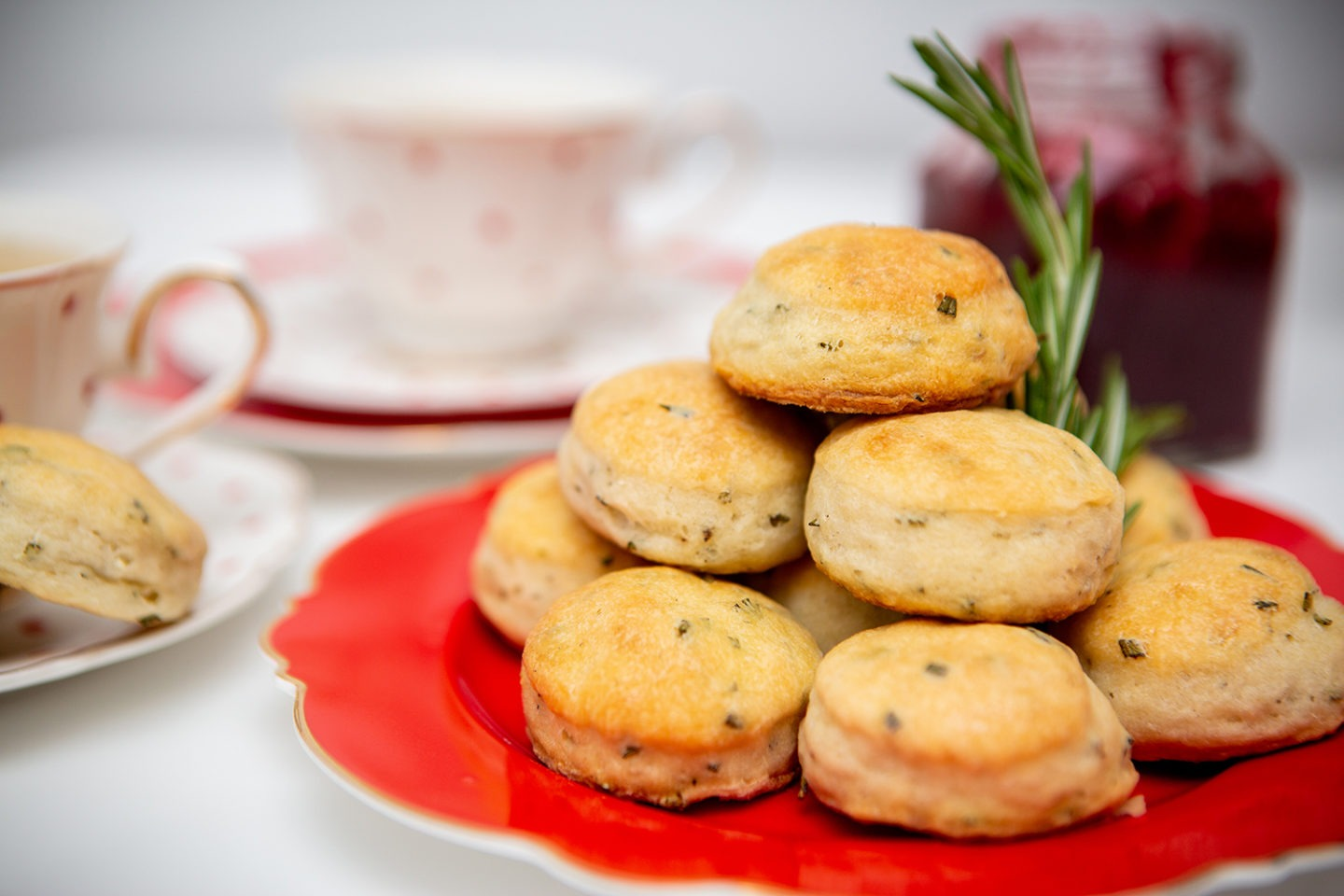 Blogmas #10 – Rosemary & Goat Cheese Tea Biscuits